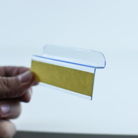 Löst fäste med adhesiv för spårpanel